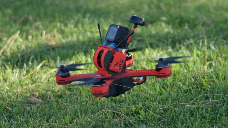Tanky Drone 機頂可加裝 GoPro HERO 5 Session 這類小型的運動相機,記錄更高解析度的 FPV 影像。