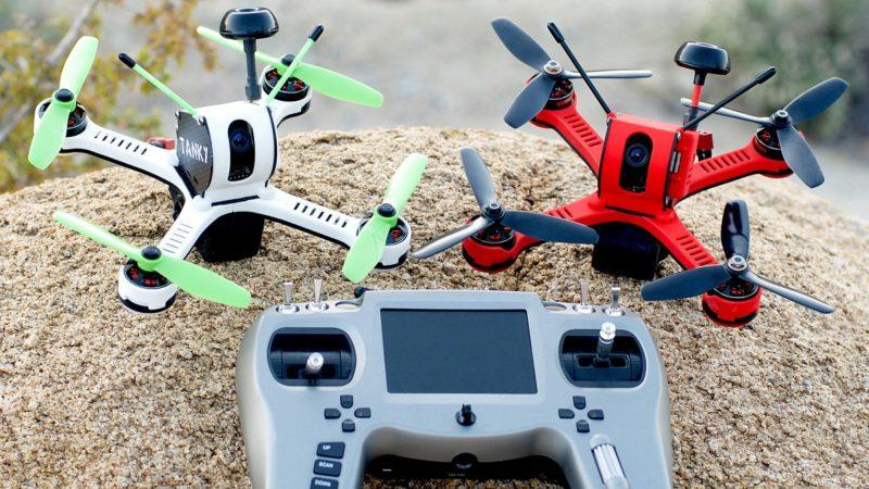 Tanky Drone 的遙控器內置小屏幕,可供查看飛行時間、電池電量、訊號強度等飛行數據。