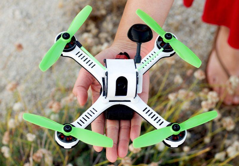 如不計軸臂,Tanky Drone 機身大小相等於成年人掌心的面積。