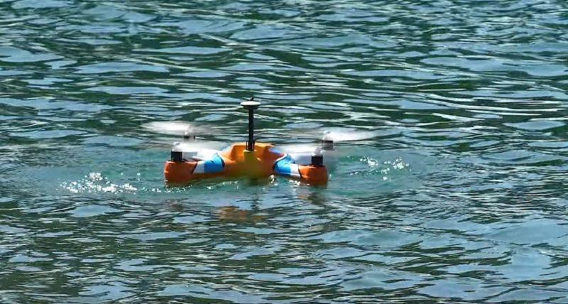 AguaDrone 不但可在水中起飛和降落,甚至水面滑行也可辦得到。