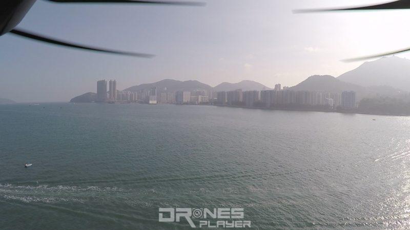 以水平角度航拍,槳翼入鏡是常有之事,盡量以俯視角度取景拍攝是最有效的解決方法。