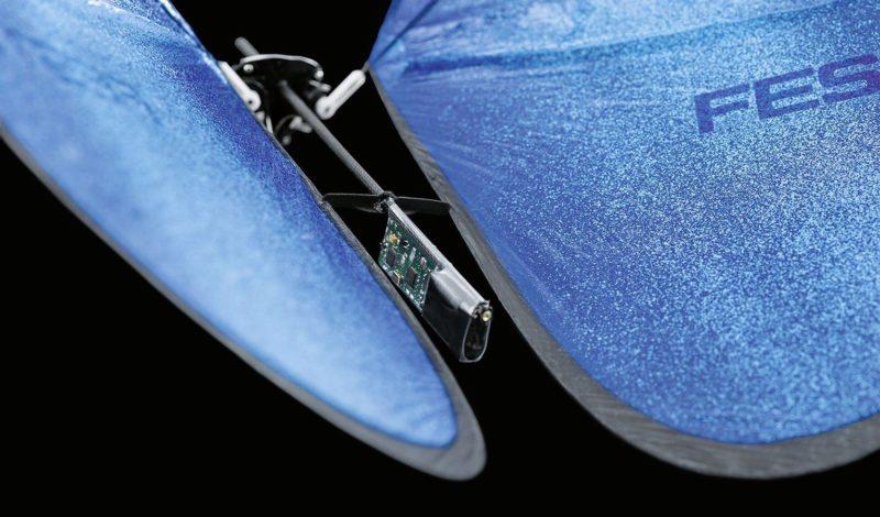 仿生蝴蝶上裝有微型電腦,處理各種數據。