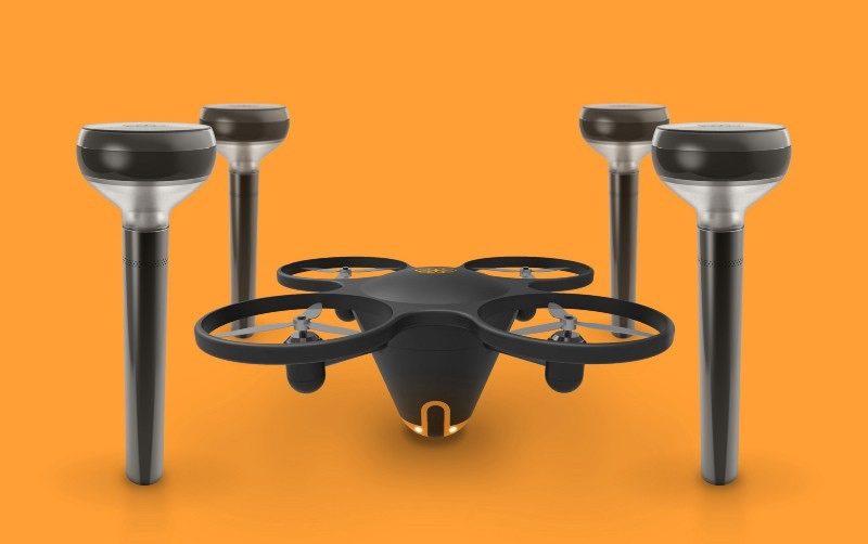 一套基本保安系統,硬件包括連航拍相機的無人機,以及 4 支智能燈柱。
