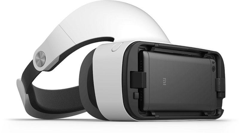 小米 VR 眼鏡前方可以放入手機,兼容自家的小米 5、5s、5s Plus、Note 2 等手機型號。