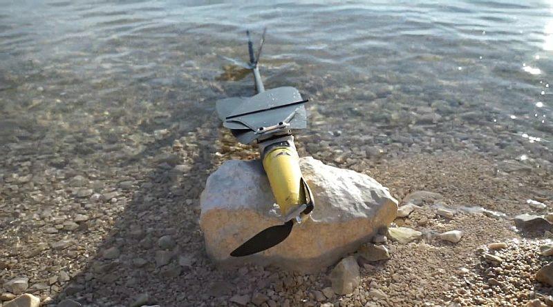 AquaMav 無人機將機翼折疊後,便能夠直插入水,然後利用內藏於機身的罐裝二氧化碳作推動力,衝出水面。