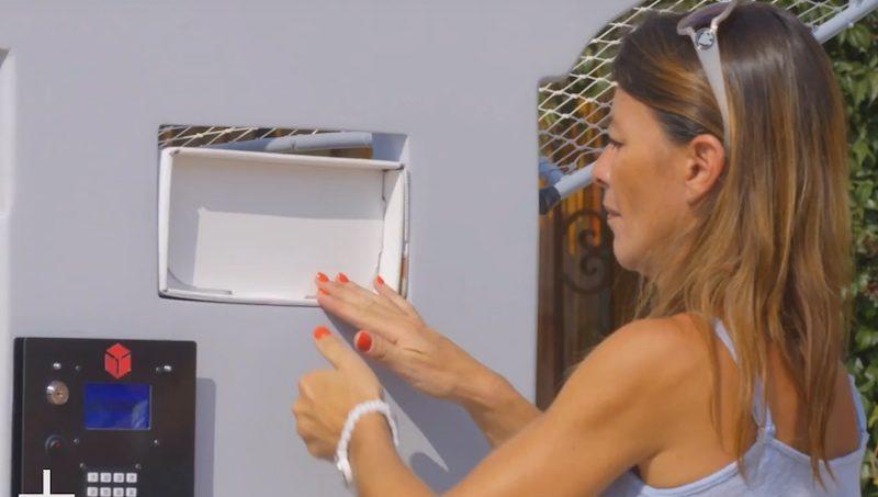 包裹只要放入機器內,便會自動裝上無人機底部。