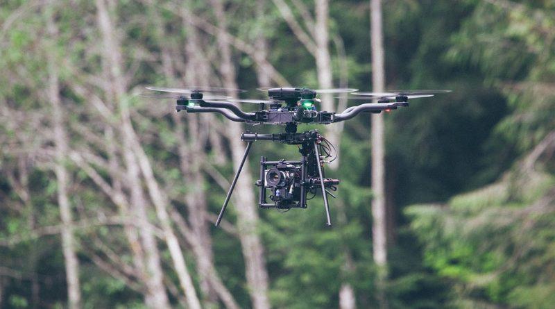 常用於 RED EPIC-W 電影航拍製作的專業級攝影機,定價高達 29,500 美元(約 23 萬港元 / 94 萬台幣),一旦無人機失控墮下,便會帶來極大損失。