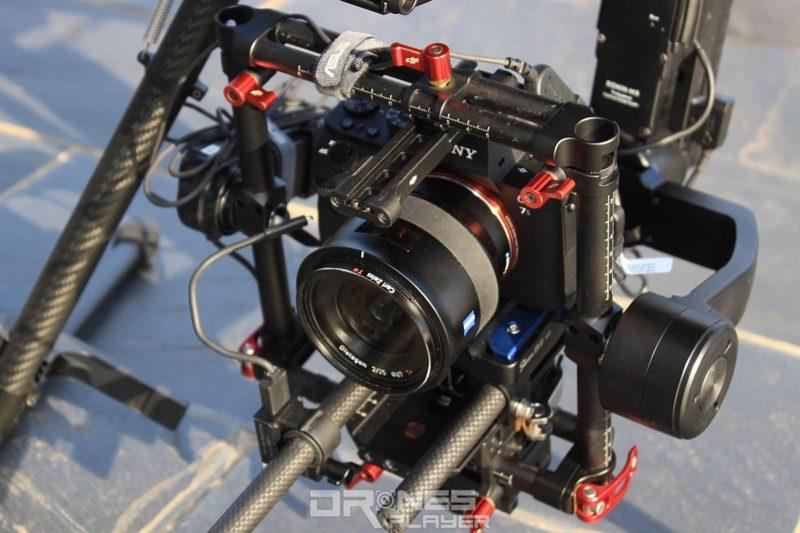 Sony A7S 無反單眼搭配蔡司 F.2 25mm 鏡頭拍攝,具有廣角和大光圈特性,方便夜拍。