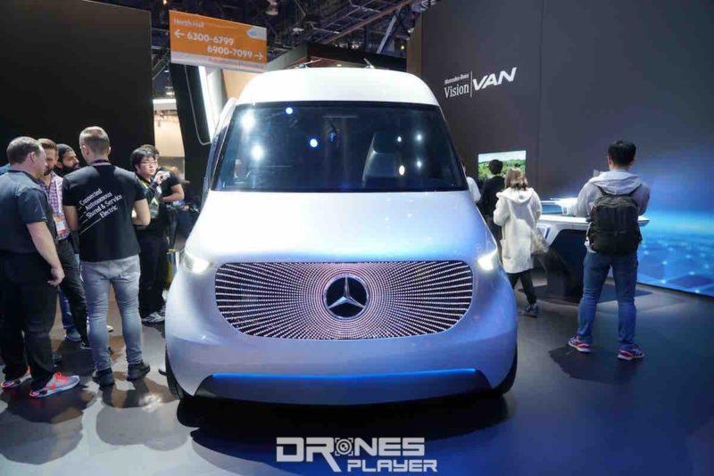 平治送貨概念車 Vision Van 流線型設計,車頭 LED 屏幕可轉換圖像。
