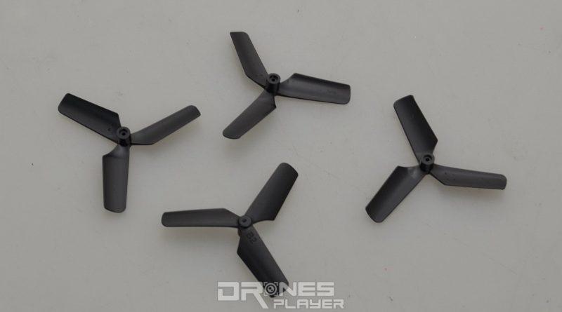JXD 511V 附帶有四片後備槳翼。
