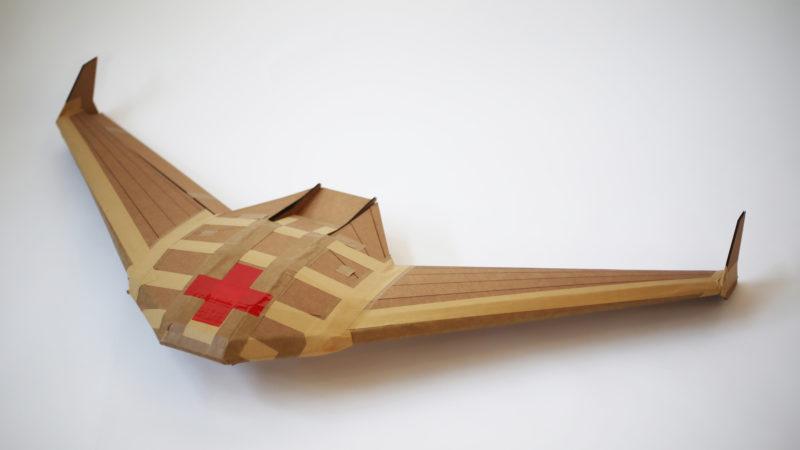 無人機以硬卡紙製造,內裡不設馬達,採用滑翔飛行方式。