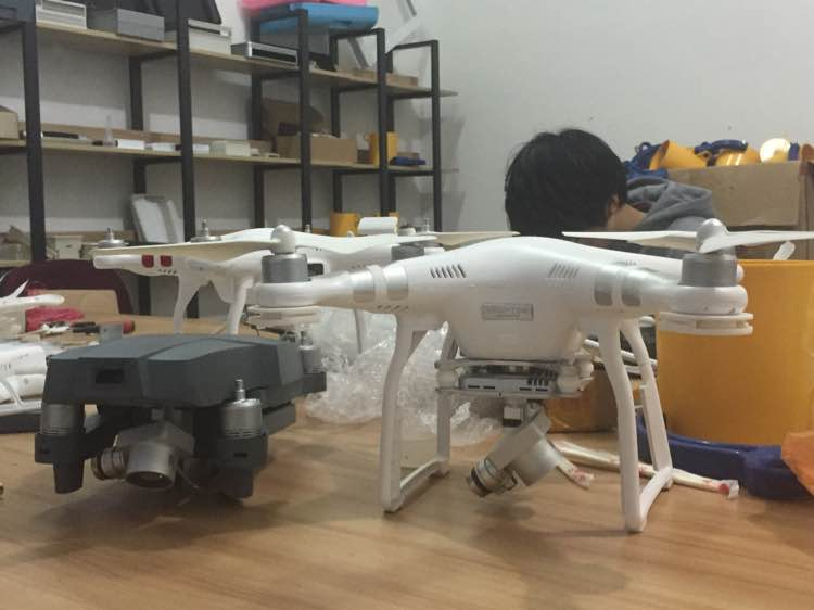 改裝版 Phantom 3 的機身比正版 Phantom 3 Advanced 小得多。