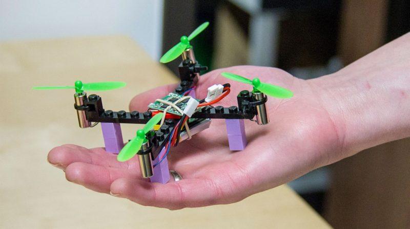 Kitables 於 2016 年 2 月推出手掌大小的 Lego Drone。