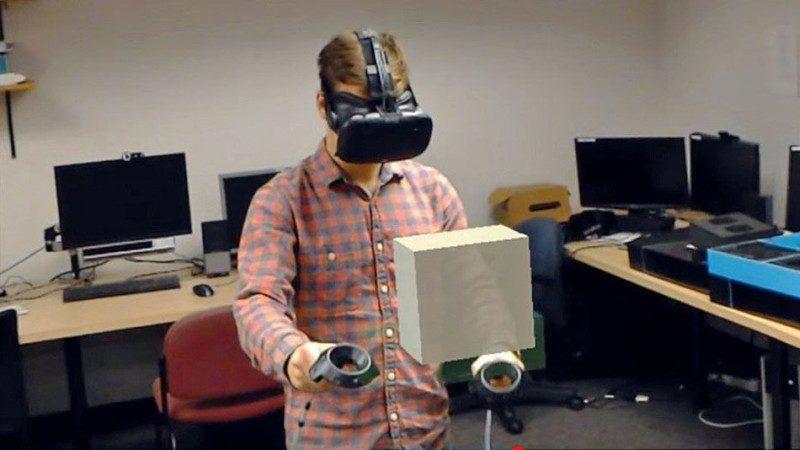 HTC Vive 用家手持兩支遙控器在虛空中繪圖,另一名用戶則可通過 HoloLens 從旁觀察;圖為HoloLens 用戶的第一人稱視點。