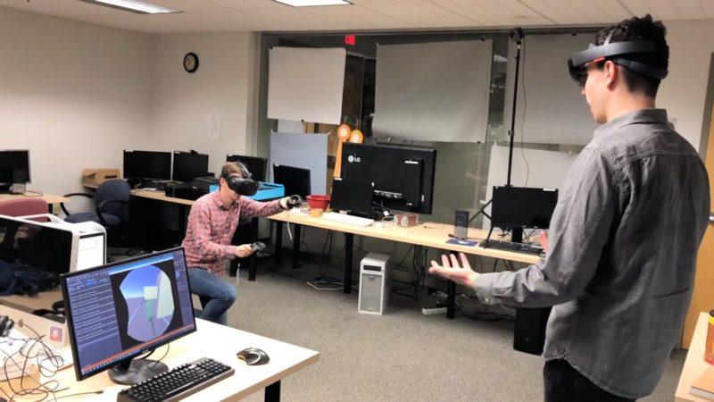 HoloLens 用家可通過《HoloViveObserver》看見整個繪畫過程和相關的 3D 繪圖,以便從旁提供意見。