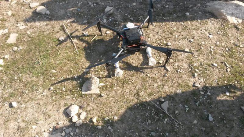 法新社記者 Sara Hussein 在伊拉克戰場上發現,伊斯蘭國改裝疑似 DJI Matrice 100 無人機,估計用作空投「羽毛球炮彈」