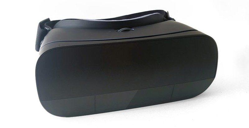 Leap Motion 是次針對三星 Gear VR 而設計 Leap Motion Mobile Platform,從圖片中可見面板安裝在 VR 眼鏡的前方。