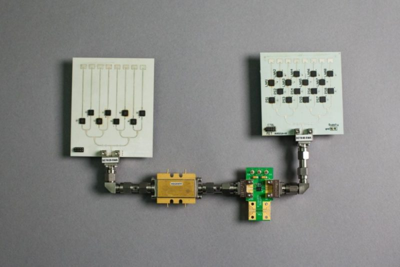 針對 VR 眼鏡使用的 MoVR 系統,採用了毫米波訊號,特別加入兩個定向天線,以免訊號受阻隔和干擾。