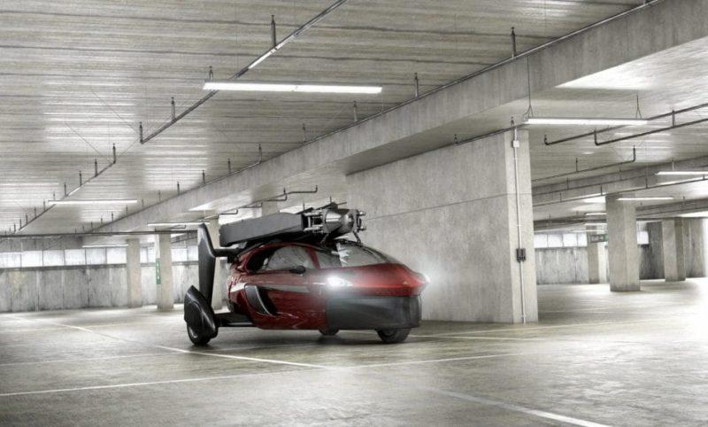 Pal-V Liberty 折疊起槳葉和尾翼後,可停泊在一般汽車車位。