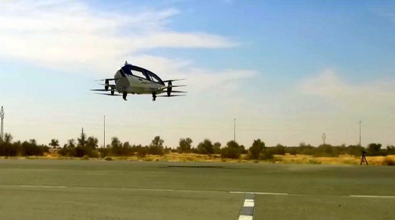 Ehang 184 自駕無人機在低空懸停的姿態。