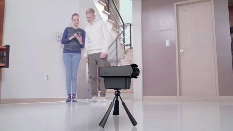 用戶在使用 VuildUs 前,要先以 360 度環景相機拍攝家居環境。
