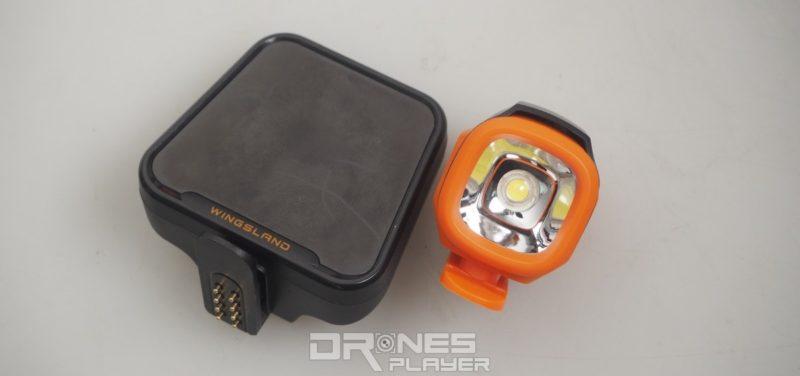Wingsland S6  的 LED 電子表情板(左)及探照燈(右)模組。