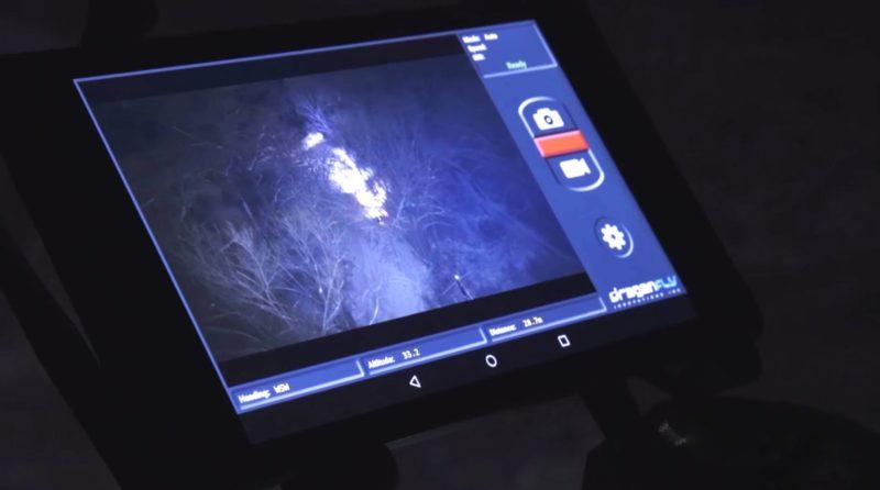 在 LED 燈的照射下,就算在夜間仍可為飛手提供清晰的視野。