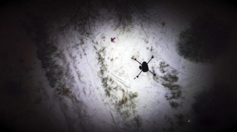 裝設了 LED 燈的 Draganfly Commander 無人機,亦可充當「指路明燈」,向地面救援人員指示遇難者的正確位置。
