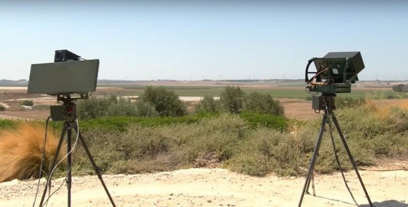 Drone Guard 配備 3D 雷達和電子光學感測器,並會作 360 度水平旋轉,以偵測來自四方八面的無人機。