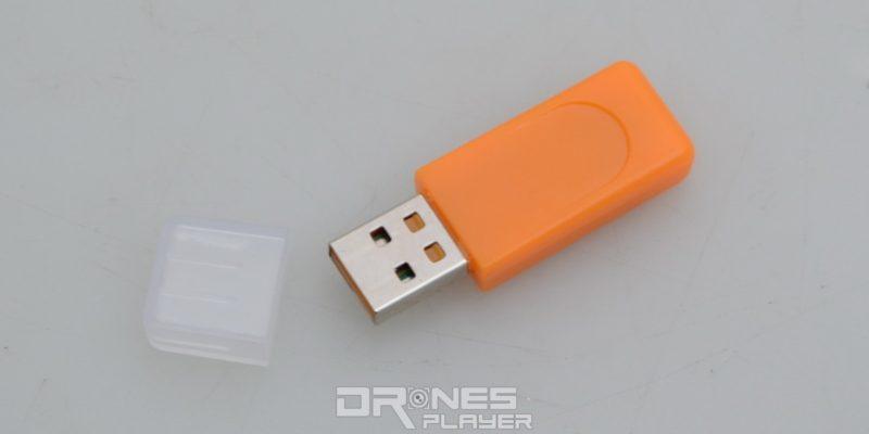 JJRC H37 可經 USB 充電,充飽電需時 60 分鐘左右。