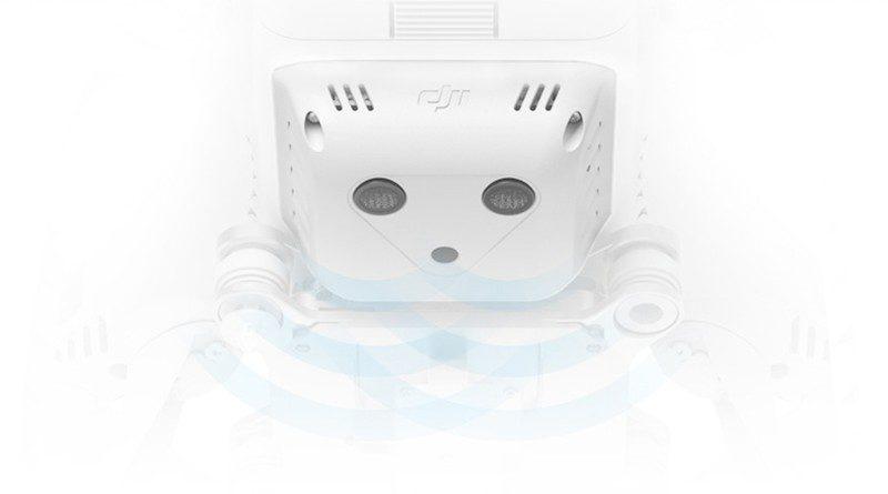 DJI Phantom 3 SE 底部設有超聲波感測器與視覺感測器,讓機體在室內等無 GPS 訊號的環境下也能執行懸停。