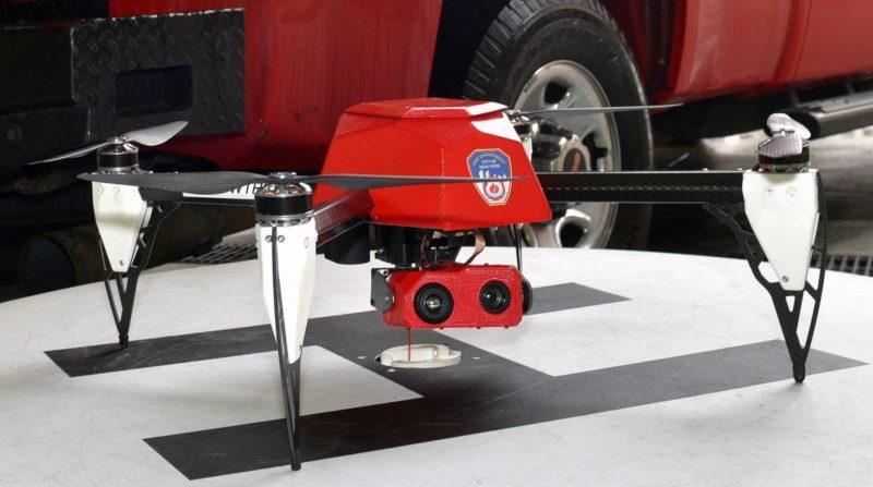 紐約消防局的消防無人機底部裝有高清航拍相機和紅外線熱感應相機。