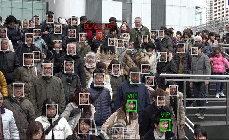 無人機人臉辨識系統可在大量人群中找出 VIP 和黑名單人物。