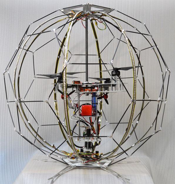 NTT DOCOMO 球形無人機的本尊其實是一台四軸無人機。