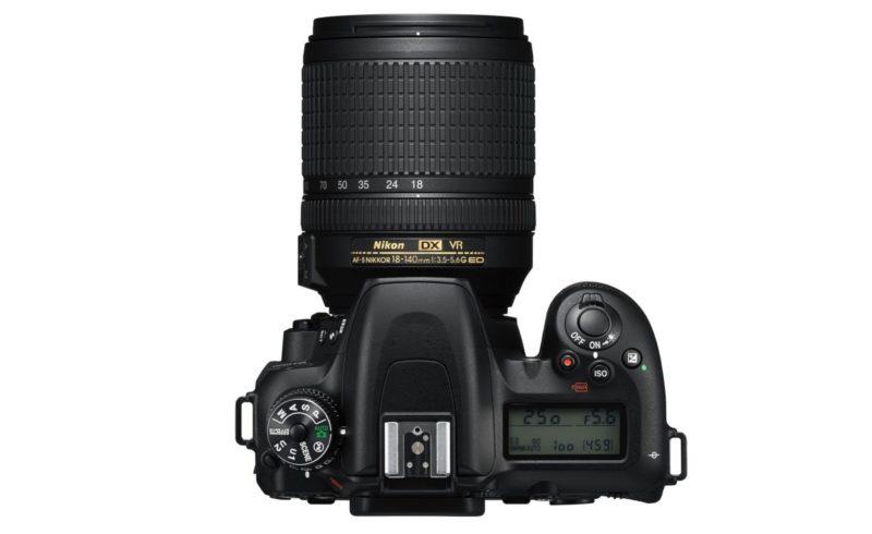 Nikon D7500 機身頂部的布局。