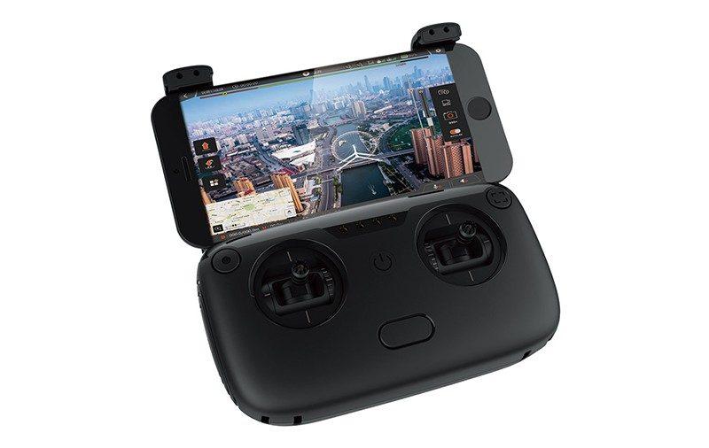 Walkera Vitus 遙控器亦採用折疊式設計,可將手機安裝在遙控器上方。