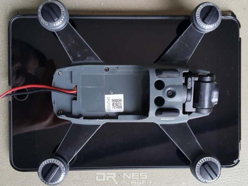疑似是 DJI Spark 的飛行器大小接近一台 iPad mini。