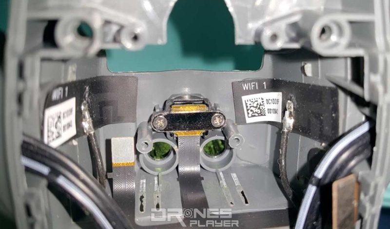 疑似 DJI Spark 無人機機首被拆開後的內部結構。