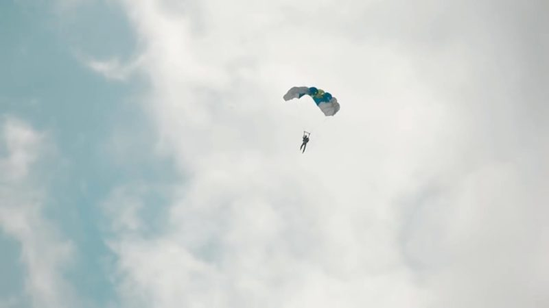 Aerones 無人機跳傘 - 張開降落傘