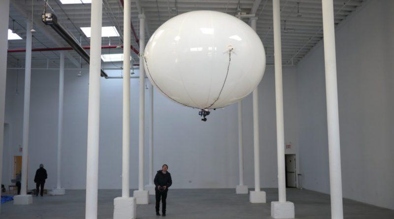 Spacial Halo 氣球無人機具有 3 小時的超長續航時間,即使電量耗盡,仍可懸停於空中。