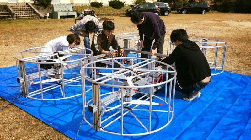 Cartivator 團隊已製作出一台大型四軸機,進行Toyota Skydrive 的模擬飛行測試。