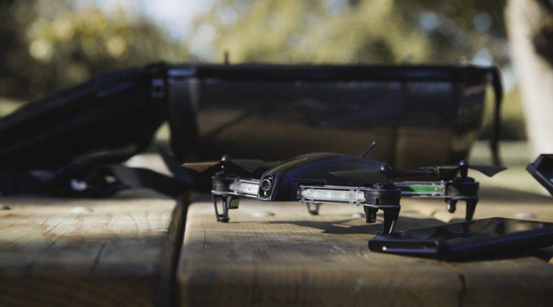 Bolt Drone 穿越機的軸距為 260 毫米,機架採用碳纖製成。