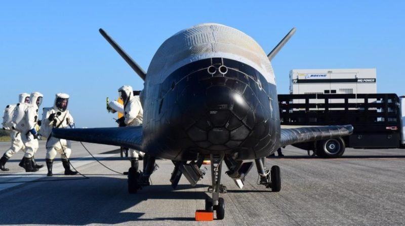 外界對 X-37B 的任務內容眾說紛紜,有人估計它是應用於情報、監視和偵察任務,亦有人猜測它是運載武器的工具。