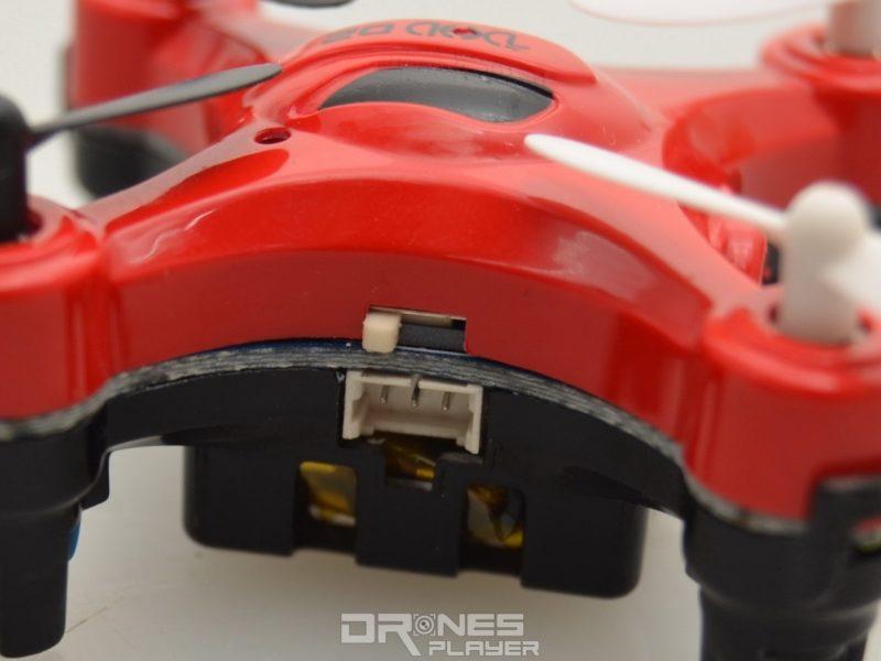 DHD D2 飛行器上的撥鍵,可讓人選取「相機」或「航拍機」模式。