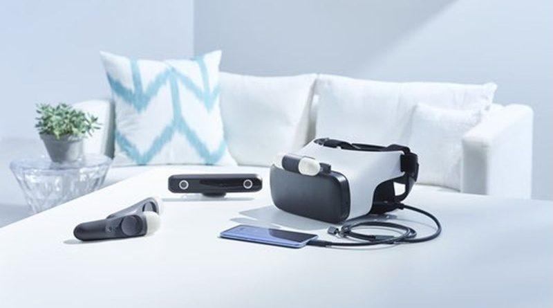 HTC Link VR 眼鏡可通過 USB Type-C 線連接 U11 手機,並對應外置鏡頭及手持控制器。