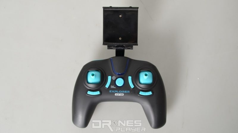 JXD 515W 遙控器跟家庭遊戲機控制器的外形設計有幾分相近。