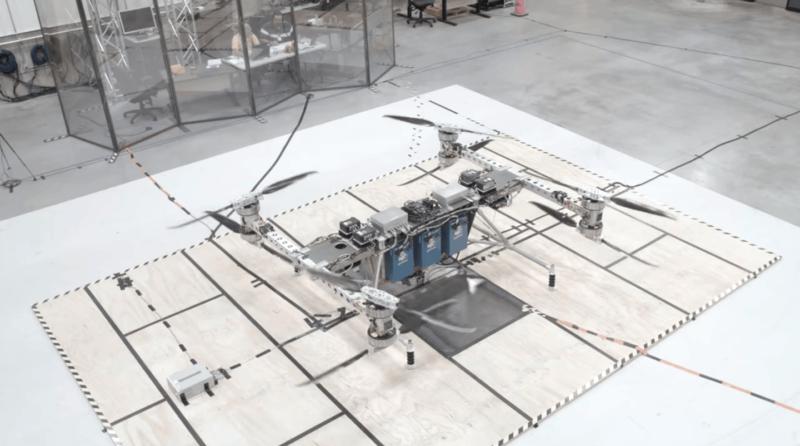 無人機採用八個螺旋槳設計。