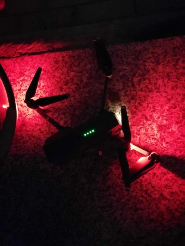 航拍機顯示仍有 4 格電。