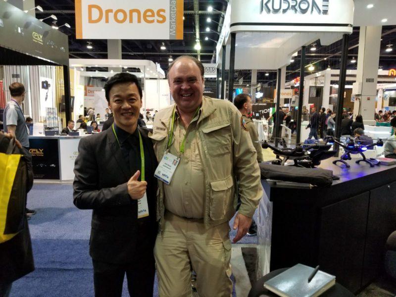 Benny(左)指,XDynamics 會走向更專業的市場。(XDynamics Facebook 圖片)