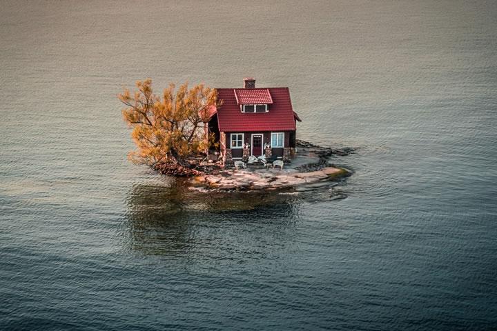 在紐約和加拿大之間的亞歷山大灣,當水位上升和下降⋯⋯(作者:JustenSoule)